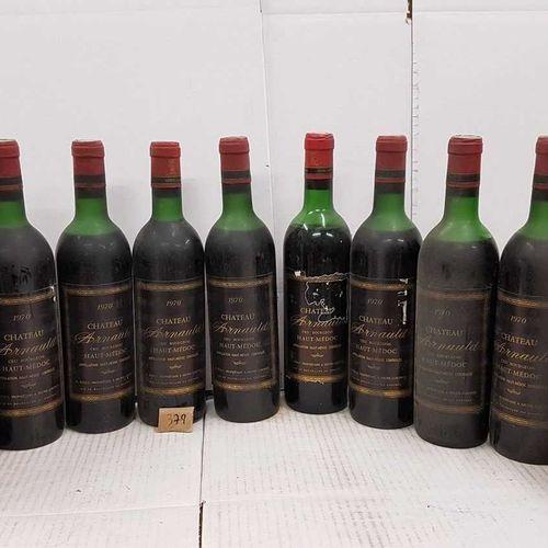 12 bouteilles château ARNAULD 1970 Haut Médoc. 4 étiquettes abimées, 10 haut épa…