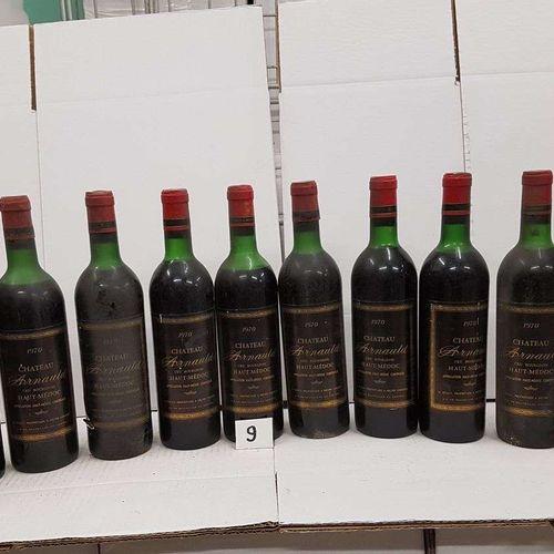 12 bouteilles château ARNAULD 1970 Haut Médoc 6 haut épaule, 4 bas goulot. 2 mi …