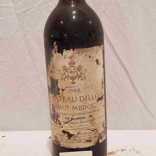 1 bouteille château DILLON 1983 HAUT MEDOC. Etiquette tachée et déchirée. Bon ni…