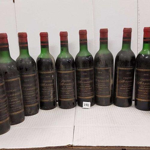 12 bouteilles château ARNAULD 1970 Haut Médoc toutes haut épaule. Etiquettes pou…