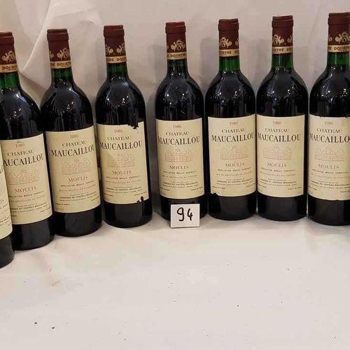 12 bouteilles château MAUCAILLOU 1986 MOULIS 3 étiquettes abimées. 6 bas goulot.