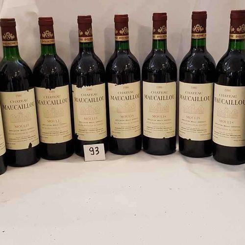 12 bouteilles château MAUCAILLOU 1986 MOULIS 7 étiquettes abimées. 4 bas goulot.
