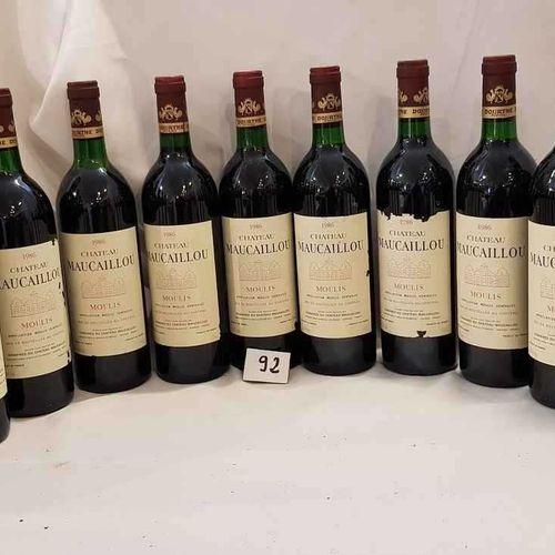 12 bouteilles château MAUCAILLOU 1986 MOULIS 6 étiquettes abimées. 4 bas goulot.