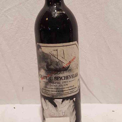1 bouteille château BEYCHEVELLE 1993 SAINT JULIEN. Etiquette très tachée. Bon ni…