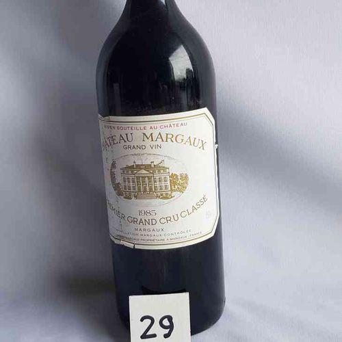 1 magnum château MARGAUX 1985. 1°GCC MARGAUX. Etiquette légérement déchirée et t…
