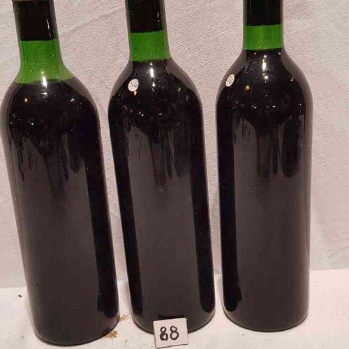 3 bouteilles château SIRAN 1969 MARGAUX. Sans étiquettes. Bouchon visible avec l…