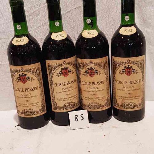 4 bouteilles CLOS LE PICASSOU. POMEROL. 1982. Etiquettes tachées, 1 haut épaule.