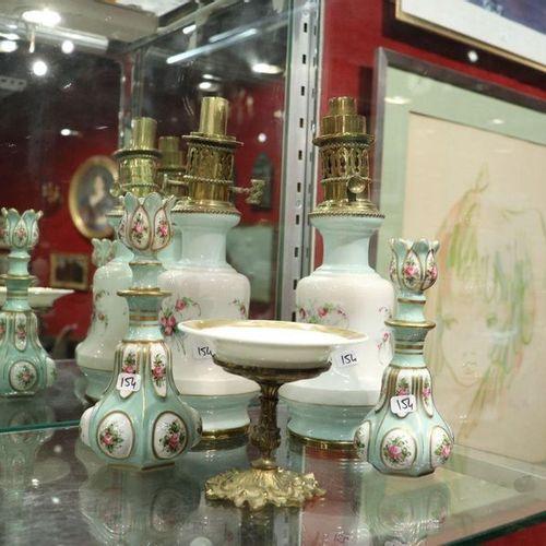 Lot de cinq pièces | Seconde moitié du XIXe siècle Porcelaine à décor polychrome…