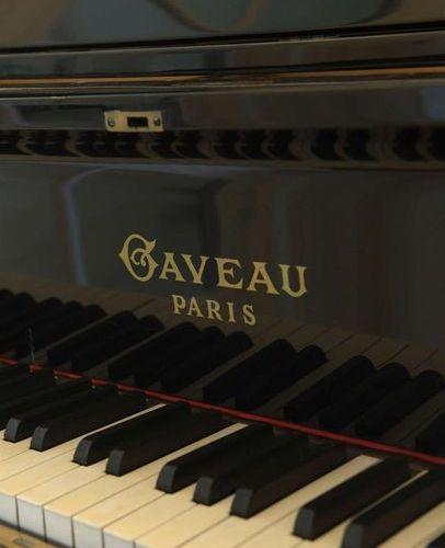 GAVEAU. Piano quart de queue laqué noir n° 92473 (vers 1935 1936) . Longueur: 11…