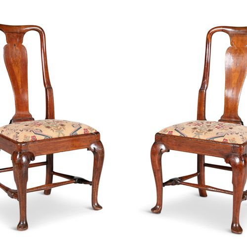 A PAIR QUEEN ANNE RED WALNUT SIDE CHAIRS, with apron vase shaped back, drop in p…