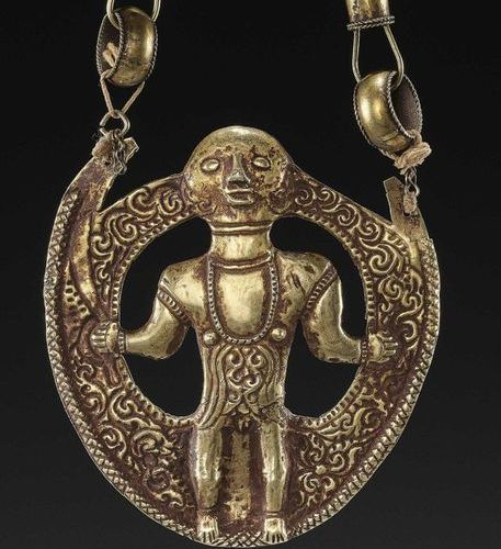 AN INDONESIAN GOLD REPOUSSÉ PENDANT WITH ATUF Indonesia, Tanimbar, 18th 19th cen…