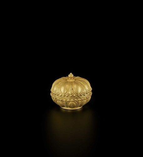 A RARE AND EXCEPTIONAL CHAM GOLD REPOUSSÉ 'LOTUS' MEDICINE BOX AND COVER Champa,…