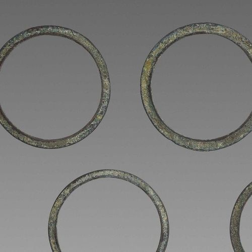 FIVE KHMER BRONZE BANGLES Khmer Empire, 14th 16th century. The closed bangles of…