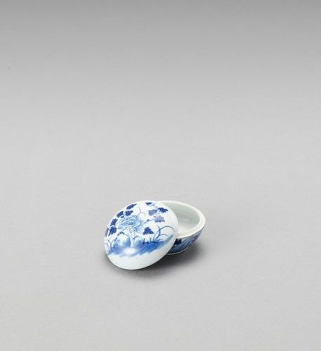 A SMALL BLUE AND WHITE PORCELAIN BOX AND COVER China, Kangxi period (1662 1722).…
