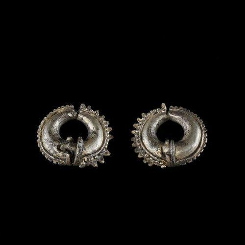 A PAIR OF GOLD EAR ORNAMENTS, ÓC EO CULTURE Óc Eo Culture, Mekong Delta, 3rd – 7…