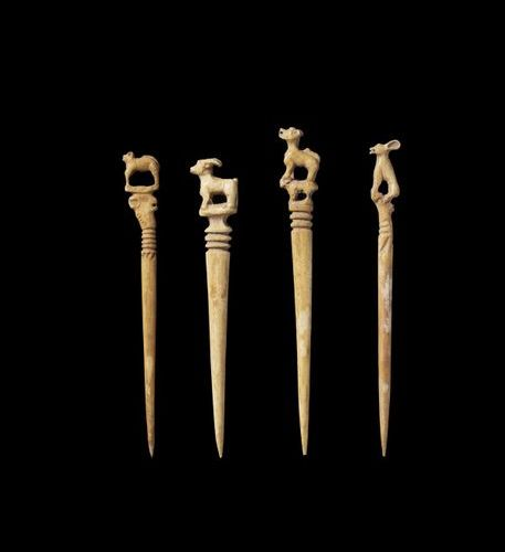 Ɏ FOUR CHAM IVORY HAIRPINS WITH FINIALS DEPICTING ANIMALS Champa, 14th 16th cent…