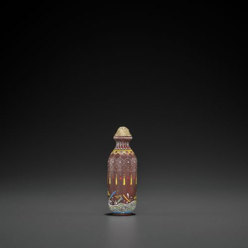 AN ENAMELED AGATE SNUFF BOTLE, LATE QING TO REPUBLIC China, 1850 1930 or earlier…