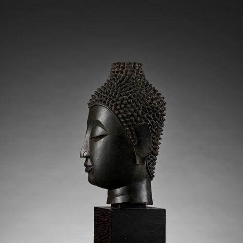 A BRONZE HEAD OF BUDDHA, SUKHOTHAI KINGDOM, CHIEN SEN STYLE Thailand, 14 th 15 t…