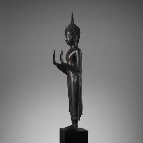 A LARGE THAI BRONZE FIGURE OF BUDDHA, AYUTTHAYA KINGDOM Thailand, 17 th century.…