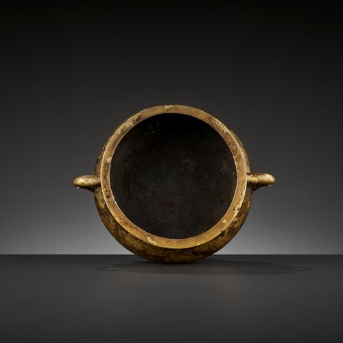 A 'YUTANG QINGWAN' GOLD SPLASHED BRONZE BOMBÉ CENSER, 17TH CENTURY China. The go…