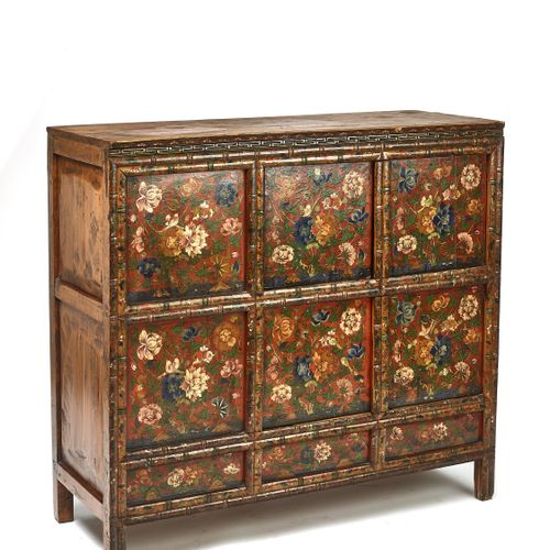 A RARE AND LARGE TIBETAN LACQUERED HARDWOOD CABINET, 19TH CENTURY RARE ET GRANDE…