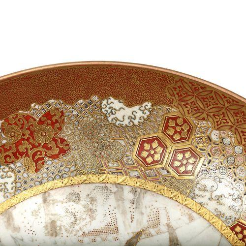 A LARGE KUTANI PORCELAIN PLATE WITH SAMURAI SCENE, MEIJI PERIOD A LARGE KUTANI P…