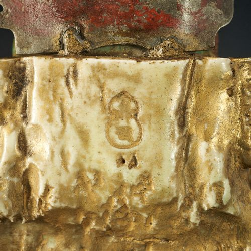 A SATSUMA STYLE CERAMIC FIGURE OF FUDO MYO O AND ACOLYTES FIGURE EN CERAMIQUE DE…
