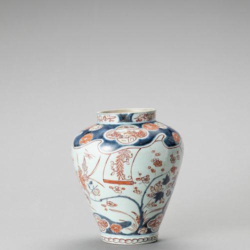A 'FLORAL' IMARI PORCELAIN VASE A 'FLORAL' IMARI PORCELAIN VASE Japan, Edo perio…