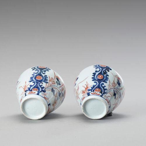 A pair of Imari porcelain vases PAIRE DE VASES EN PORCELAINE IMARIJapon , périod…