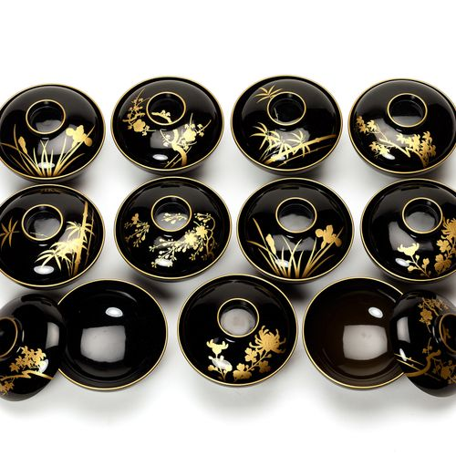 A SET OF ELEVEN LACQUERED LIDDED TEA BOWLS, TAISHO/SHOWA A SET OF ELEVEN LACQUER…