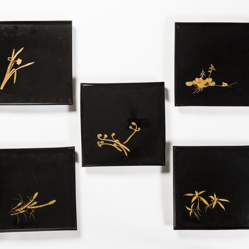 A SET OF FIVE LACQUERED TRAYS, TAISHO/SHOWA A SET OF FIVE LACQUERED TRAYS, TAISH…