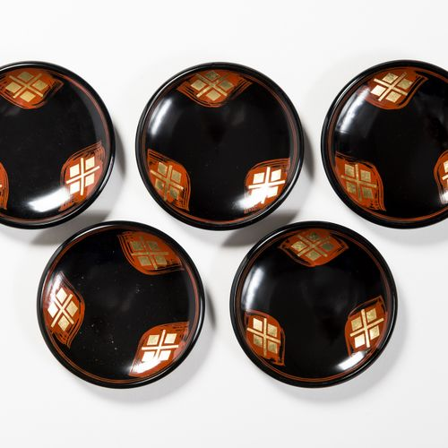 A SET OF FIVE LACQUERED DISHES, TAISHO/SHOWA A SET OF FIVE LACQUERED DISHES, TAI…
