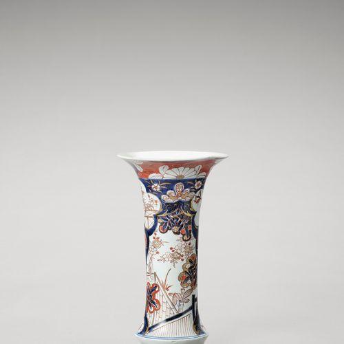 AN IMARI PORCELAIN BEAKER VASE AN IMARI PORCELAIN BEAKER VASE Japan, Edo period …