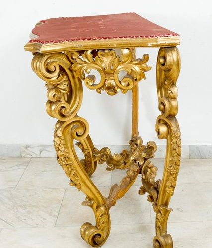 Roman Baroque console Roman Baroque console, on four curved legs, with curved co…