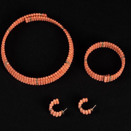 Set de corail Collier bracelet en quatre lignes et une paire de boucles d'oreill…