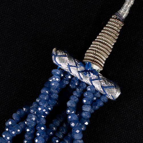 Collier de saphirs à 8 lignes, 700 carats.