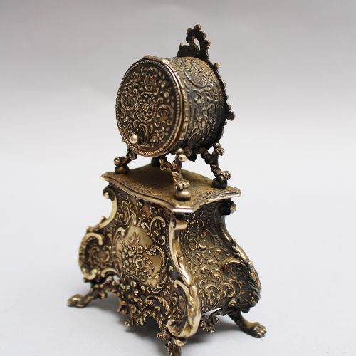 Pendule miniature en argent, de style baroque, intérieur doré, avec cadran et pe…
