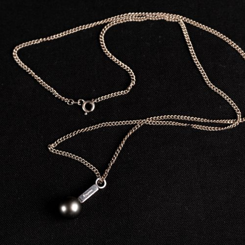 Collier en argent 835 avec, pendentif avec marque d'orfèvre schoeffel, et perle