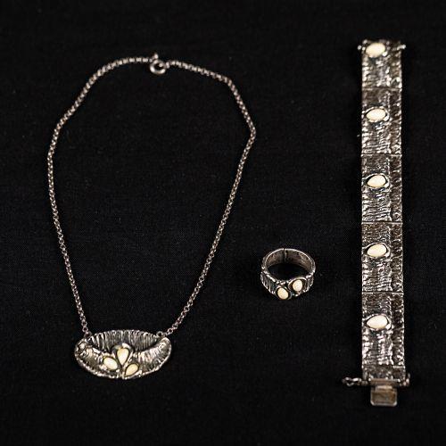 Lot d'argent, Un bracelet en argent 835/1000, maître BE, 46g. Avec I. ; 19cm. Un…