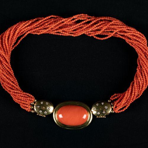 Collier de corail avec monture en or 750 de 20 lignes et un pendentif en or avec…