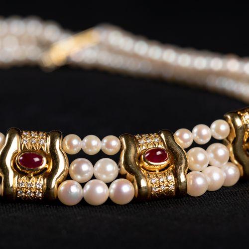 Collier de perles en trois lignes en or 585 avec diamants de 0,5 carat et rubis,…