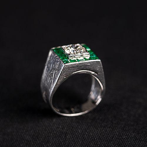 Bague en or blanc 750 avec émeraude et un diamant central de 1,5 carat, couleur …