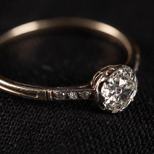 Bague en or 585, avec diamant de 0,6 carat , poids 1,4 grammes