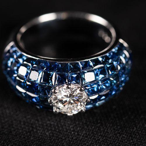 Bague en or blanc 750 avec saphirs et un diamant central 0,96 carat