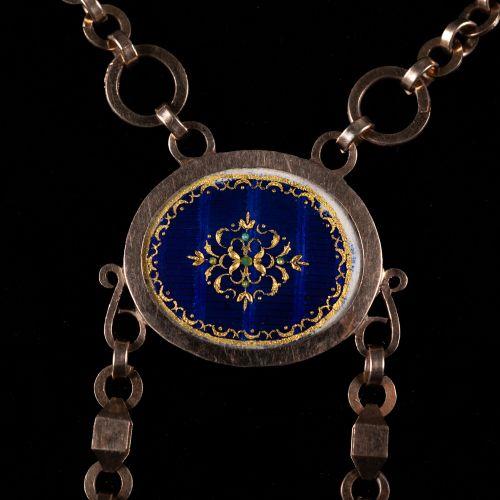 Collier en or 585, avec 3 médaillons en émail peints partiellement sur les deux …