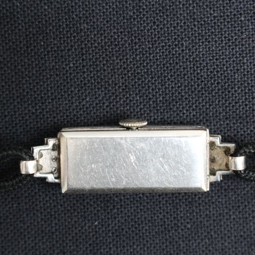 Tiffany New York, montre pour femme, vers 1930 ; avec montures en platine et dia…