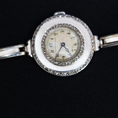Montre de dame Mappin and Webb, platine avec diamants et bracelet en acier ; ang…