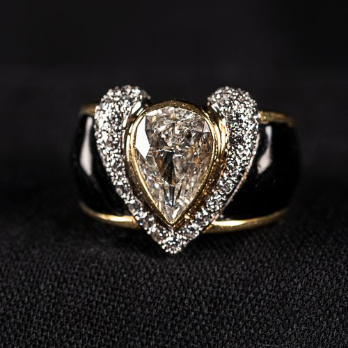 Bague en or avec émail et diamant en forme dure avec 3 carats de couleur J, et 0…