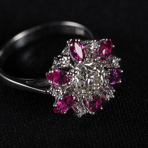 Bague en or blanc 585 , avec un diamant central et autres diamants 1,46 carat et…