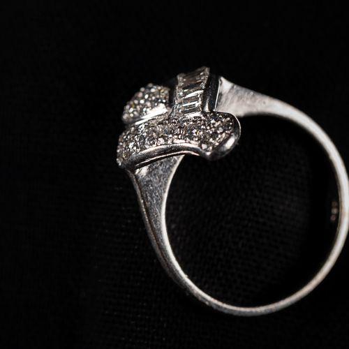Bague en or blanc 725 avec diamants taille baguette 0,7 carat , vers 1960